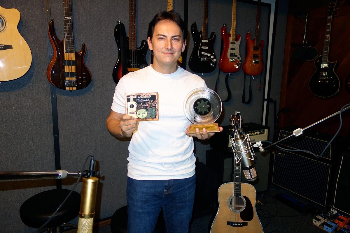 Deuxième récompense à Hawaii pour Florent Atem dans le cadre d'un projet collectif de ukulele