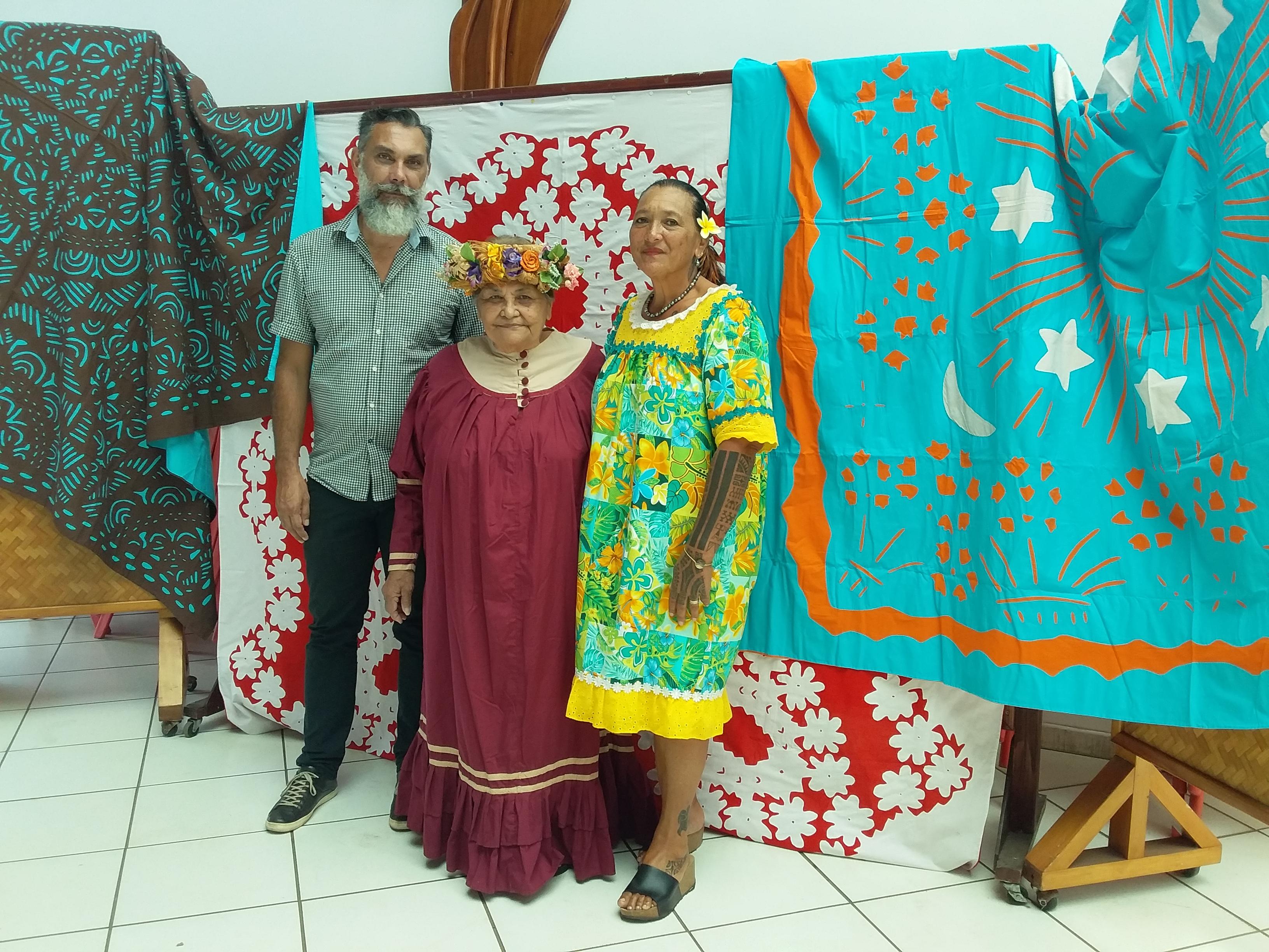Jerry Biret, aux côtés de Virginie Biret, présidente de l'association Terama Nui, et Marie Rose Teuru-Taiarui, 8e adjointe chargée de la culture à la mairie de Punaauia.