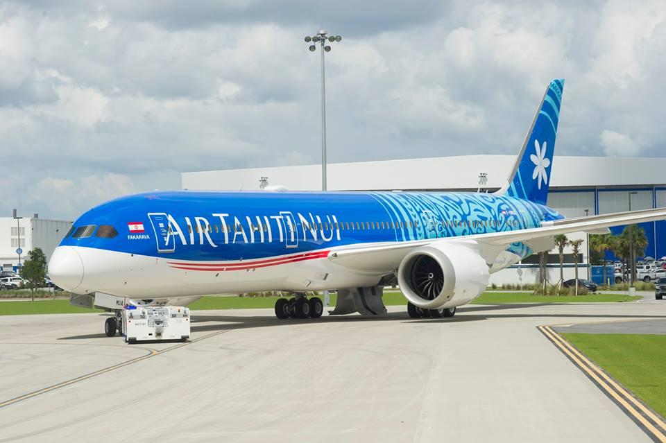 La cérémonie d'accueil de ce premier Dreamliner est prévue le 14 octobre. Ce nouvel avion sera béni et accueilli par des chants et danses polynésiens.
