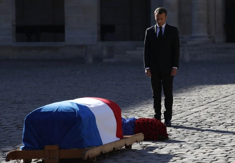 """L'adieu au géant Aznavour, monument de la chanson et """"visage de la France"""""""
