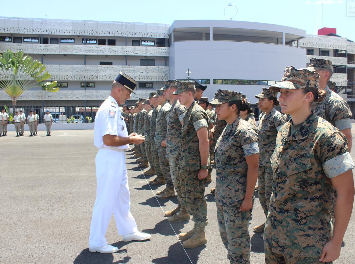 Les Marines américains ont reçu symboliquement le patch créé spécialement pour l'exercice Koa Moana.