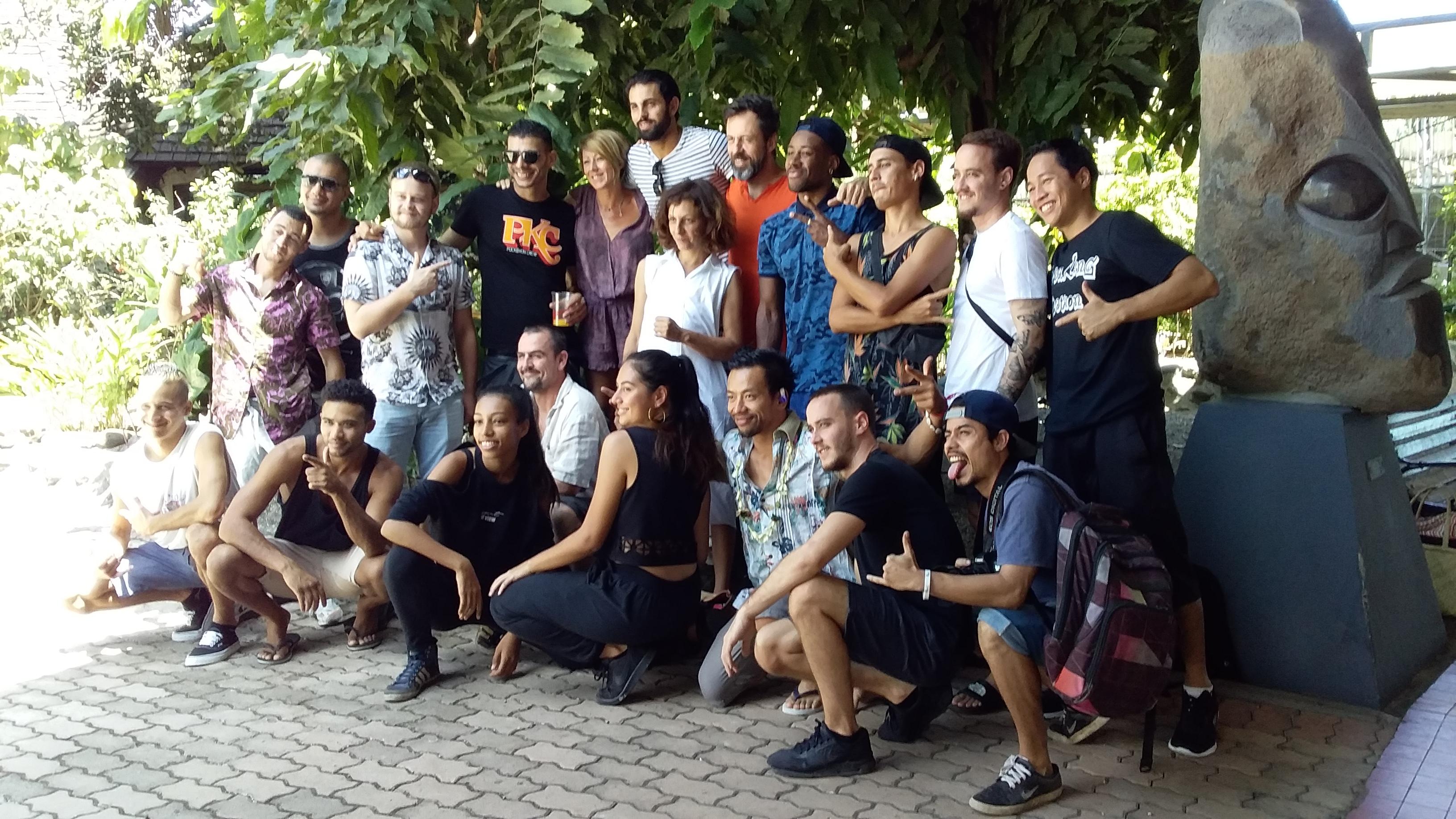 Les dix danseurs de Pockemon Crew iront à la rencontre des danseurs locaux et des jeunes des quartiers prioritaires.