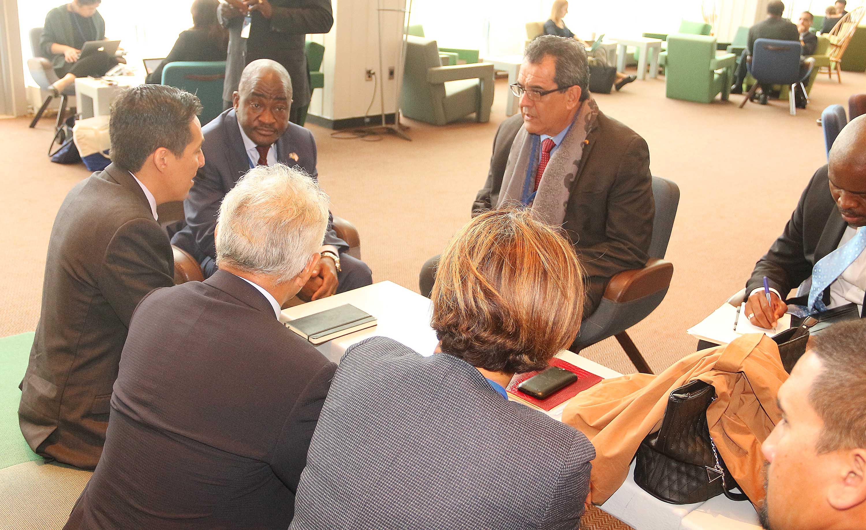 Le président Fritch s'est entretenu lundi soir à New York avec l'ambassadeur du Libéria, Dee-Maxwell Saah Kemayah Sr, le président de la 4ème commission de l'ONU, en charge des questions de politique spéciales et de la décolonisation.