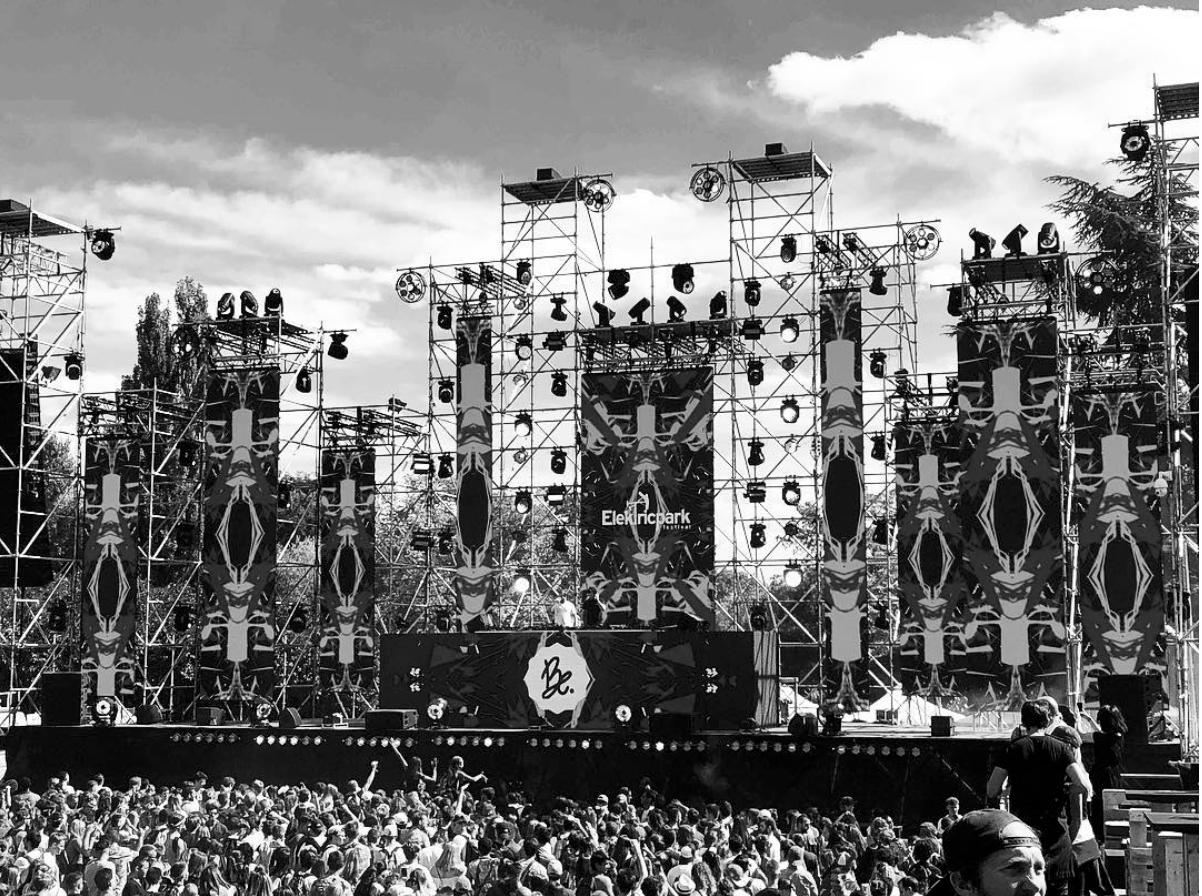 Après une tournée estivale triomphante dans les plus grands clubs et les plus gros festivals, Bon entendeur sera en concert à Tahiti !