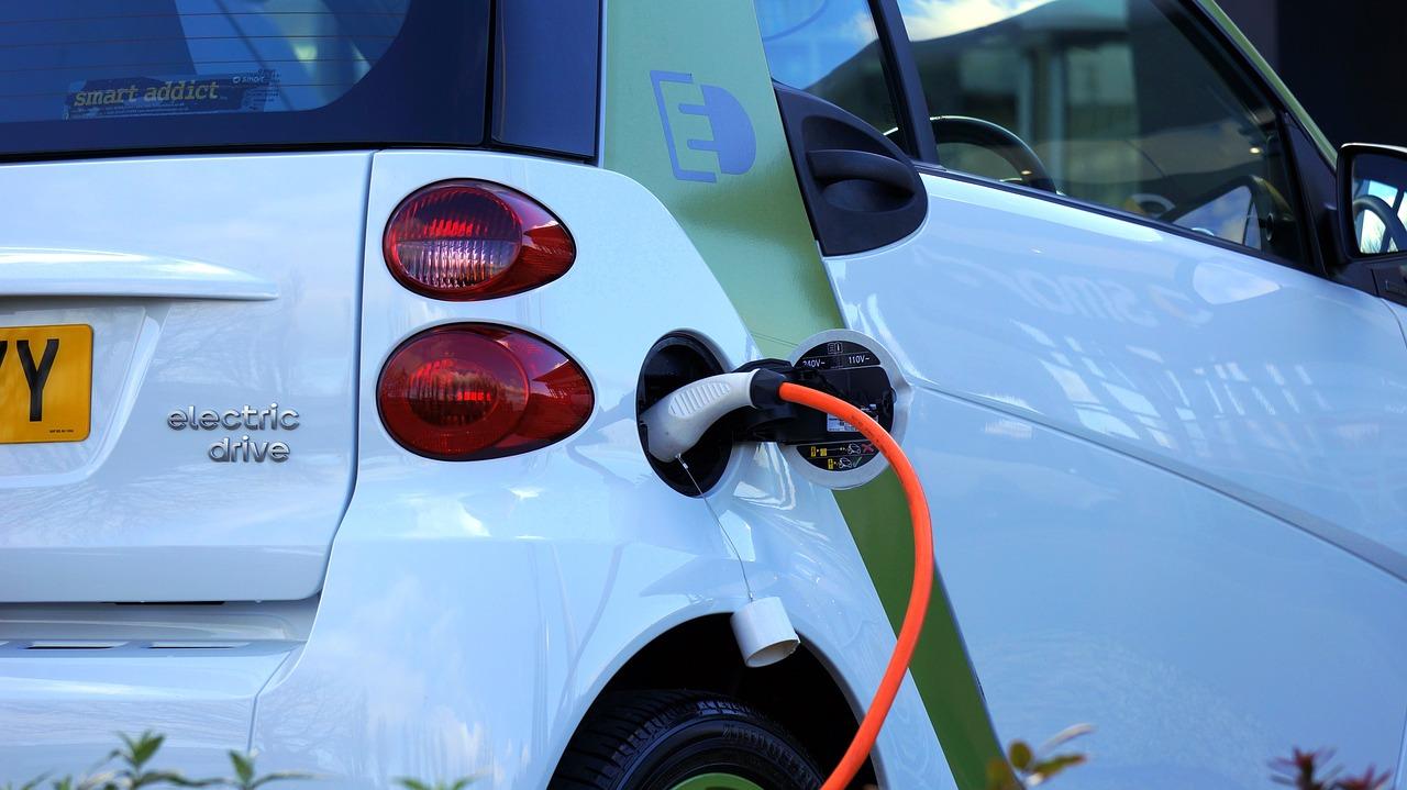 Automobile: l'électrique moins cher que l'essence en France