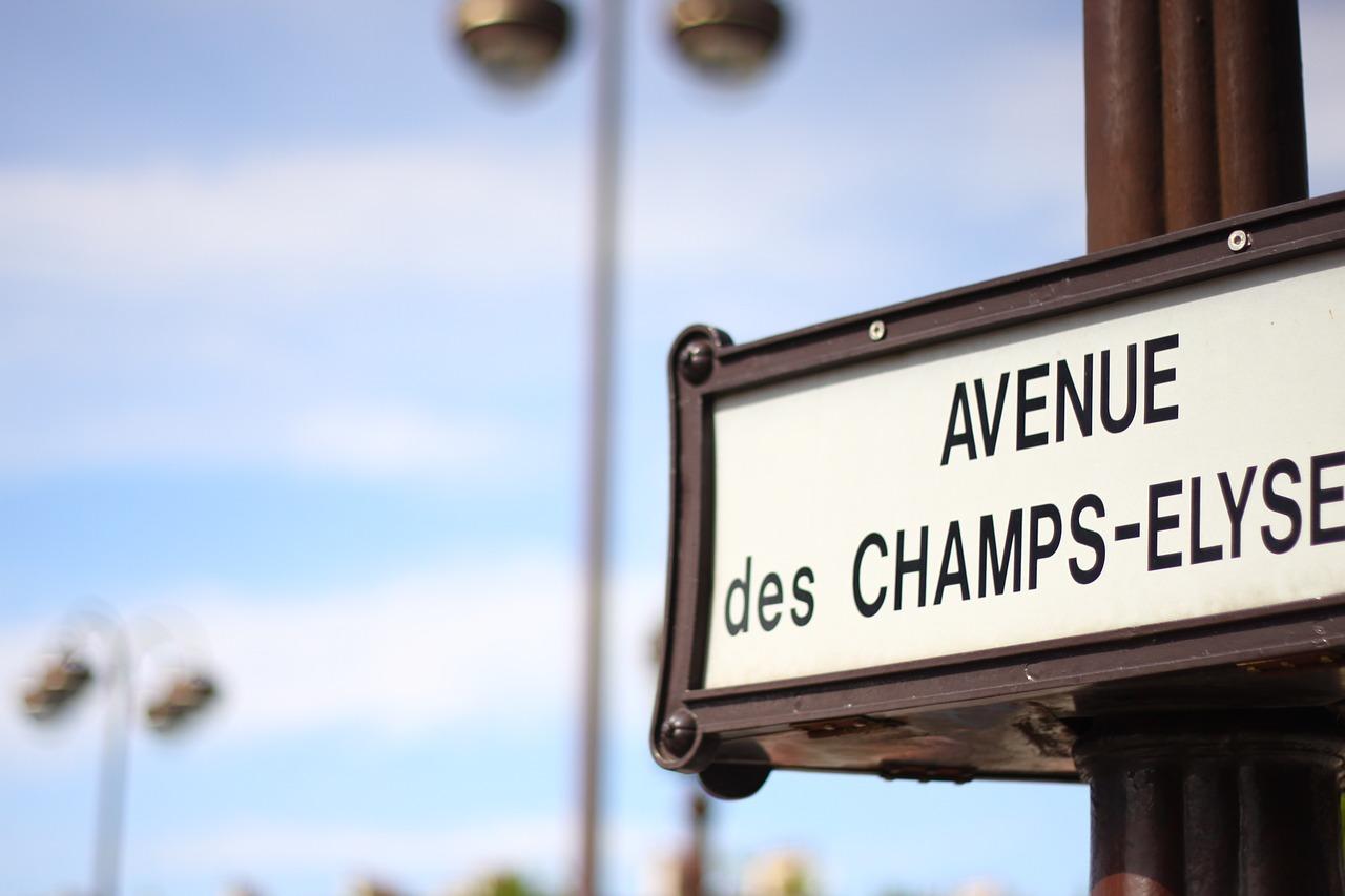 Une fillette de 5 ans meurt écrasée par un engin de chantier sur les Champs-Élysées