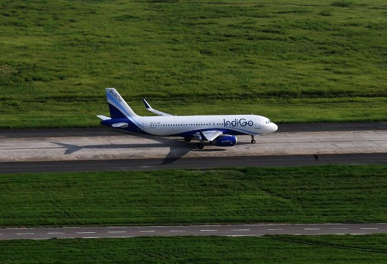 Un avion d'Air India percute un mur au décollage, mais poursuit son vol