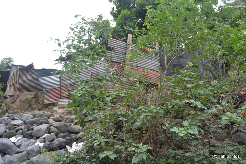 La porcherie improvisée vue depuis la rivière