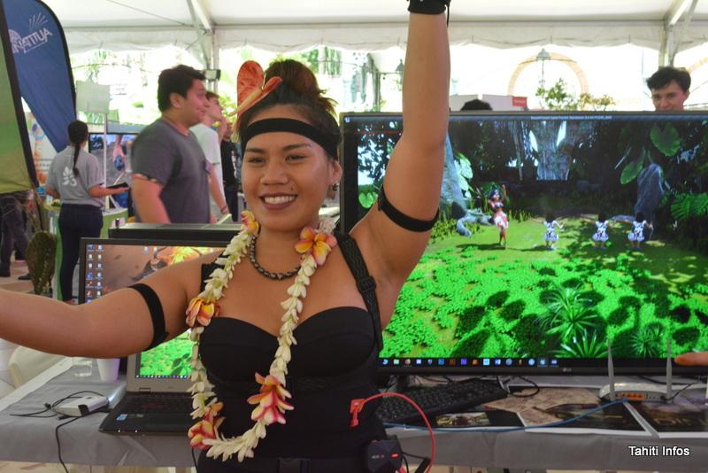 """Cette danseuse de la start-up The 'Arioi Experience a fait la démonstration de la technologie du """"motion capture"""" de l'école de jeux vidéo Poly3D. Tous ses mouvements de danse étaient reproduits par le personnage en 3D!"""
