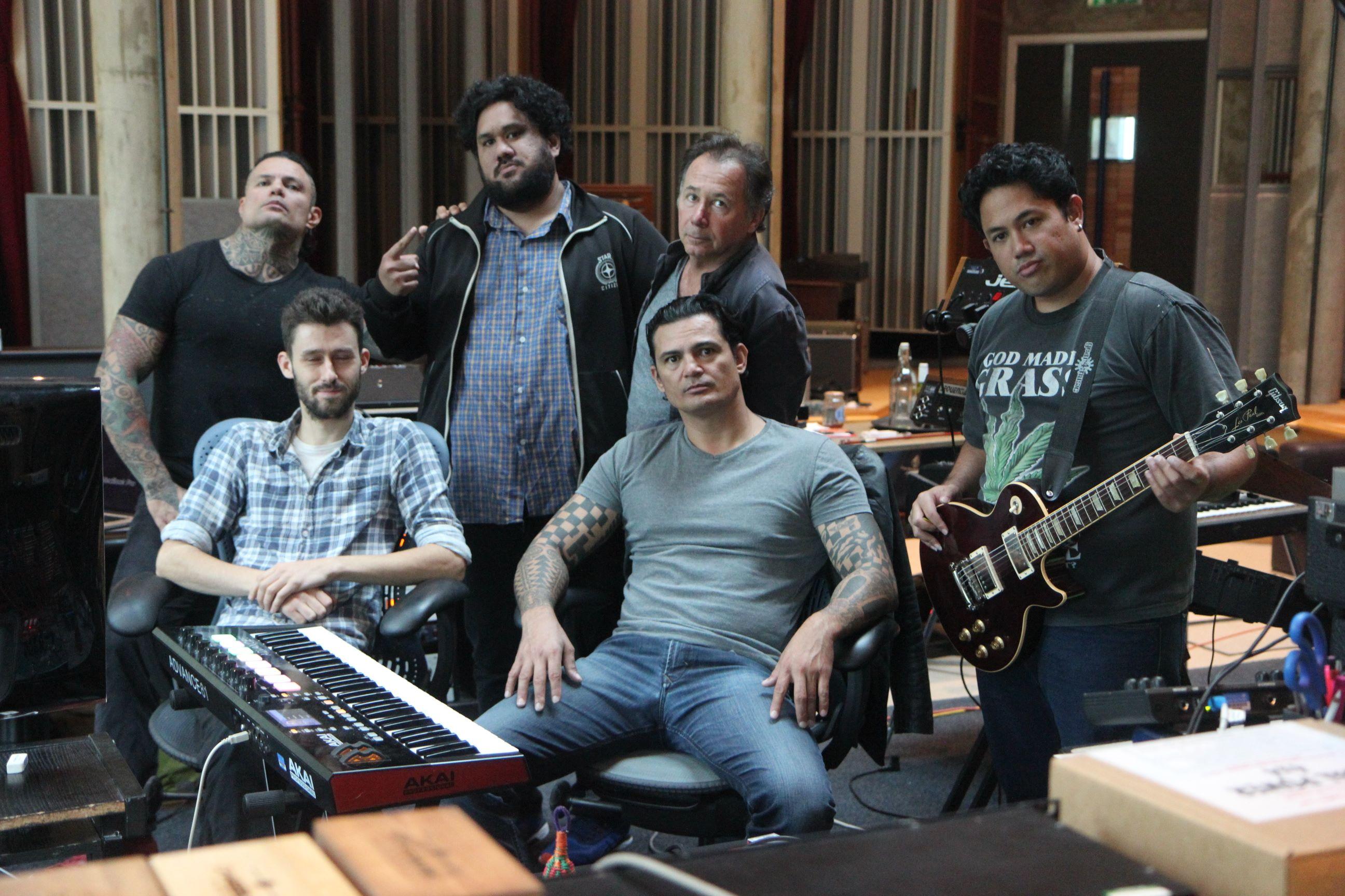 Le groupe a passé dix jours au Real World Studio de Peter Gabriel, en Angleterre. Des studios qui ont vu passé les plus grandes stars planétaires de la musique de Rihanna, à Beyonce en passant par Muse. Crédit : Tikahiri
