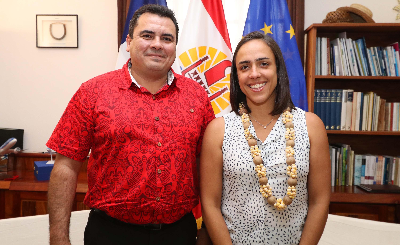 Le Vice-président de la Polynésie française en compagnie de Chiara Porro, Consule générale adjointe d'Australie à Nouméa. Crédit Présidence de la Polynésie française.