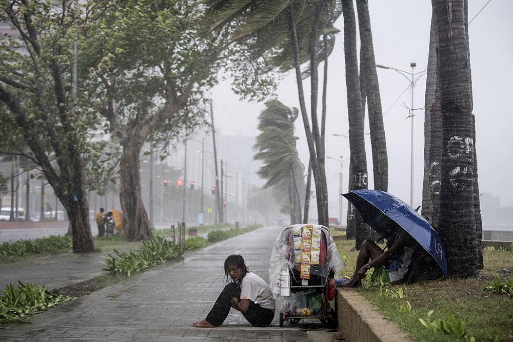 Le typhon Yutu provoque des milliers d'évacuations aux Philippines