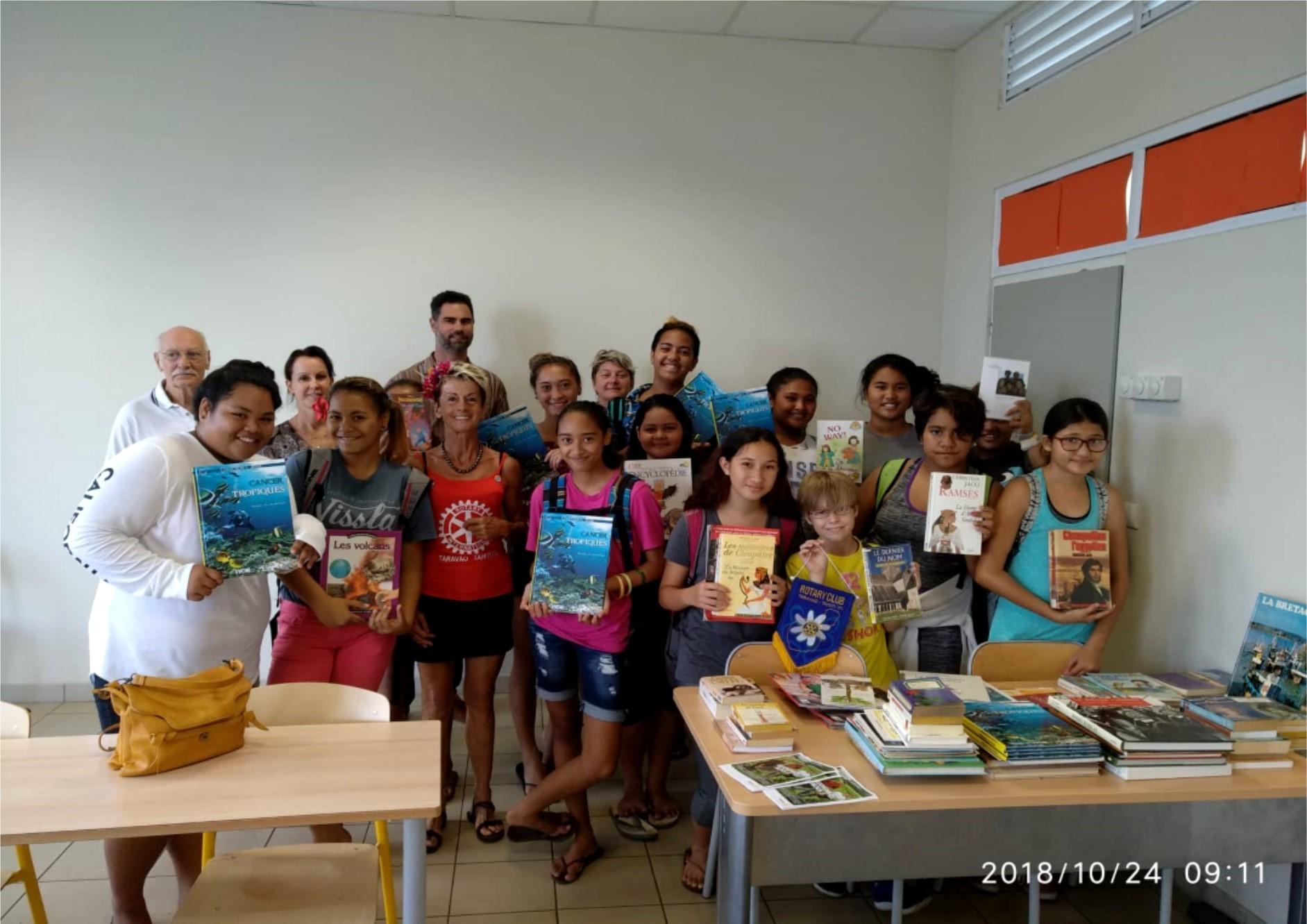 Mercredi dernier, c'est le collège de Teva i Uta qui s'est vu remettre plusieurs ouvrages qui sont venus garnir les étagères du CDI.