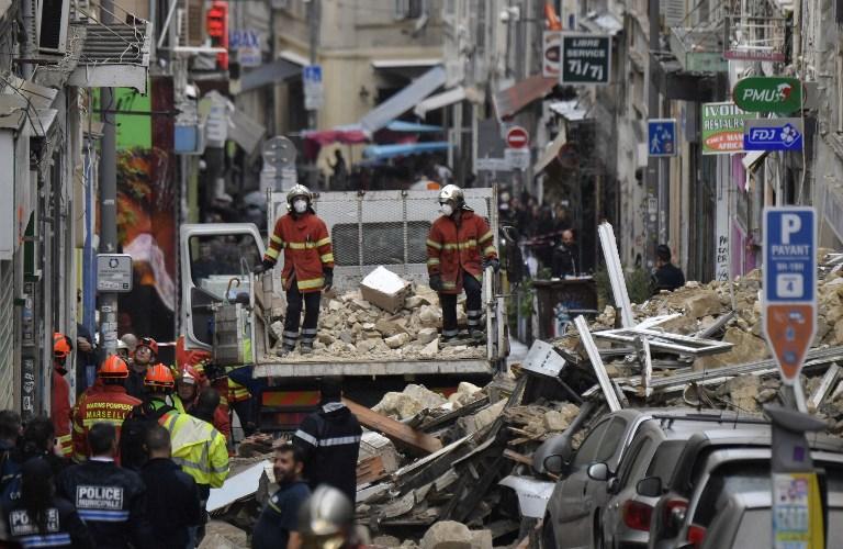 """""""Course contre la montre"""" après l'effondrement de deux immeubles à Marseille"""