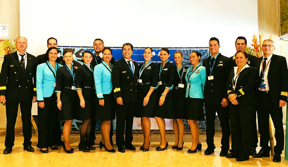 Une partie de l'équipage pour le premier vol commercial.