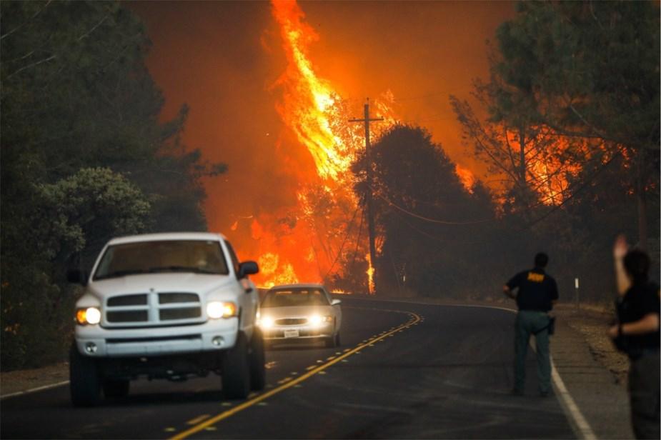 Violents incendies en Californie: 9 morts, Malibu menacée