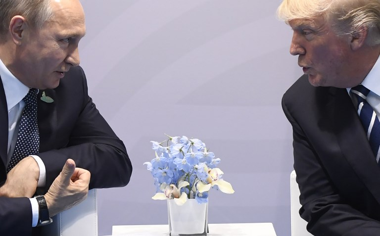 """A l'Elysée, conversation """"à bâtons rompus"""" entre Trump et Poutine"""