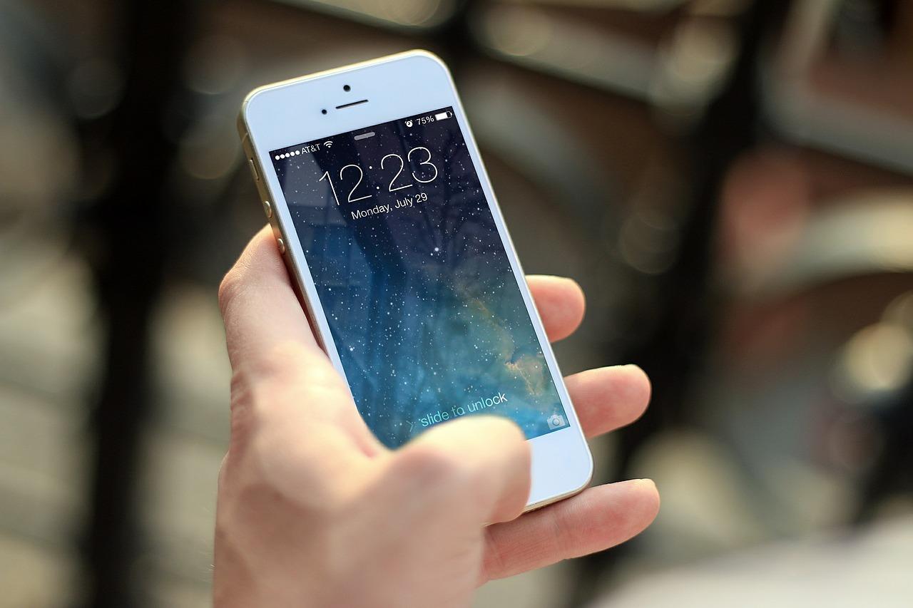 """Les smartphones façonnent une génération sujette """"à des problèmes de santé mentale"""""""