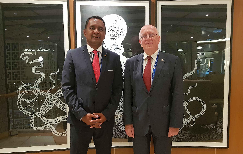 Le ministre de l'Economie verte, Tearii Alpha, avec l'ambassadeur de France en Papouasie-Nouvelle-Guinée, Philippe Janvier-Kamiyama. Présidence de la Polynésie française