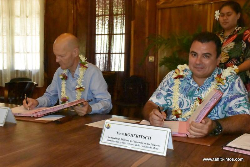 Le vice-président Teva Rohfritsch, ministre de l'Economie et des Finances, lundi matin, en compagnie de Thierry Paulais, directeur de l'AFD en Polynésie française.