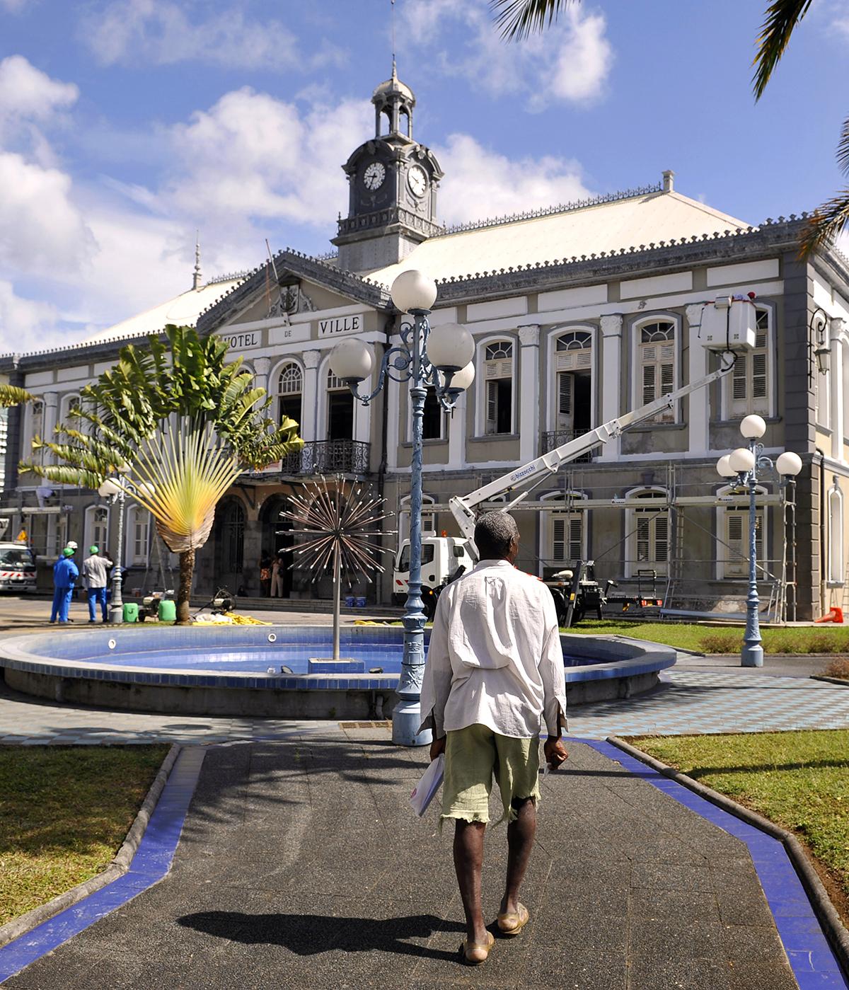 Les maires mettent en garde contre de graves difficultés outremer