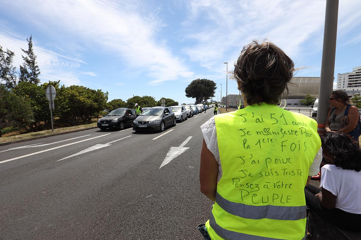 """""""Gilets jaunes"""": la Réunion secouée par une flambée de violences"""