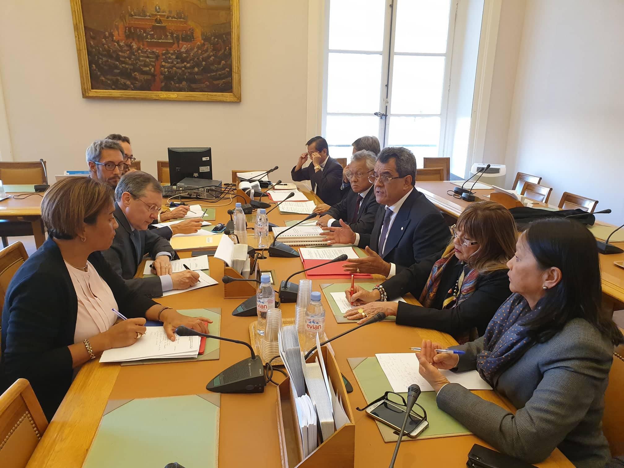 La délégation polynésienne a été reçue au Sénat, mercredi. Ici, lors de l'entretien avec président de la commission des lois, Philippe Bas.