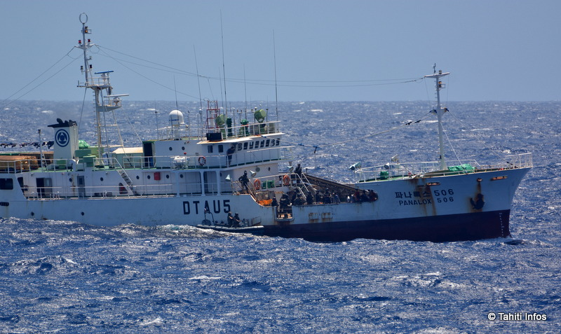 Le Prairial a contrôlé plusieurs pêcheurs coréens en envoyant une équipe de visite à bord.