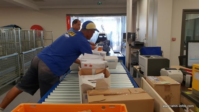 Tous les mois, ce sont 12 à 15 000 colis qui sont traités par le centre de traitement du courrier de Faa'a.