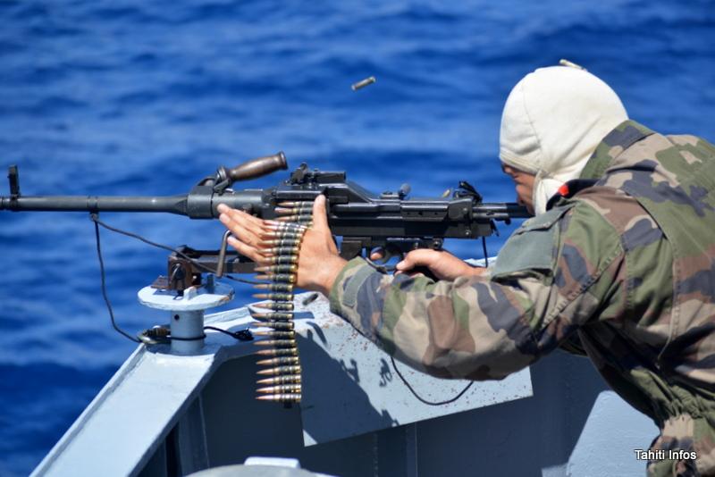 Un exercice de tir à munitions réelles avec les canons et mitraillettes du Prairial. Un autre a été réalisé de nuit.