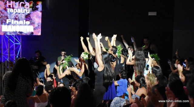 L'explosion de joie des danseurs de Manohiva après l'annonce des résultats.