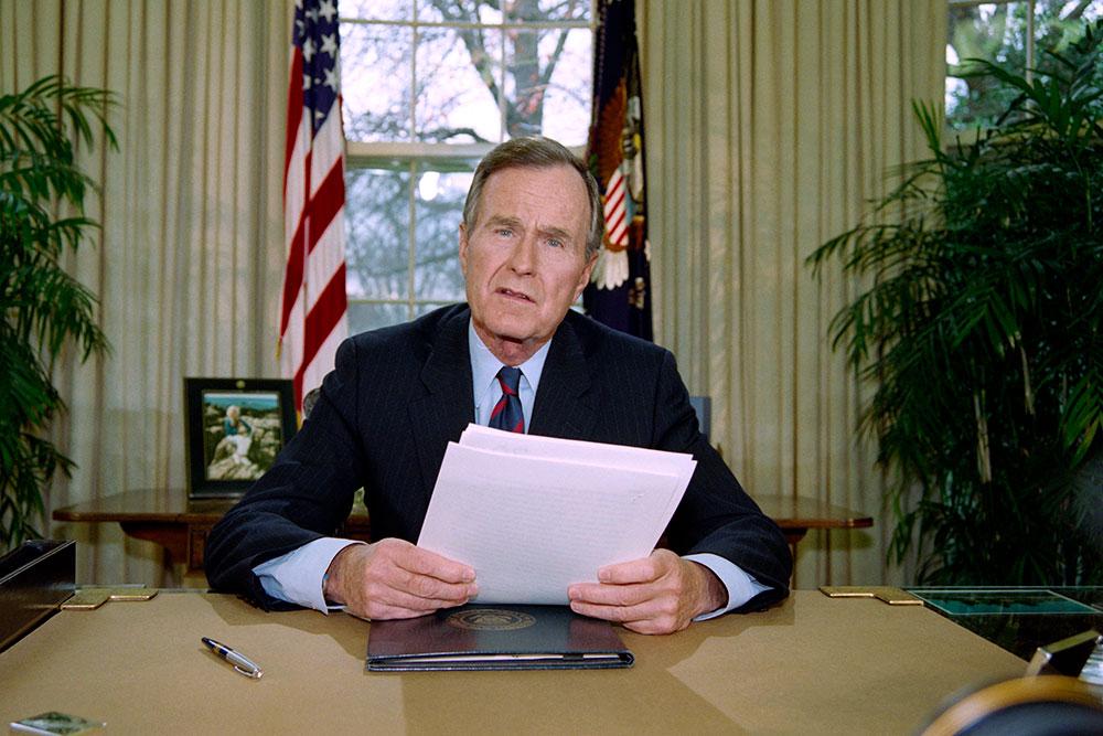 Le cercueil de George H. W.Bush transféré à Washington avant une semaine d'hommage