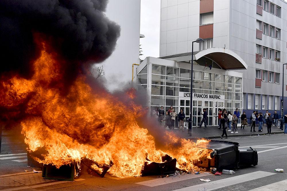 """Lycéens: poursuite des perturbations, appel à une """"mobilisation générale"""" jeudi"""