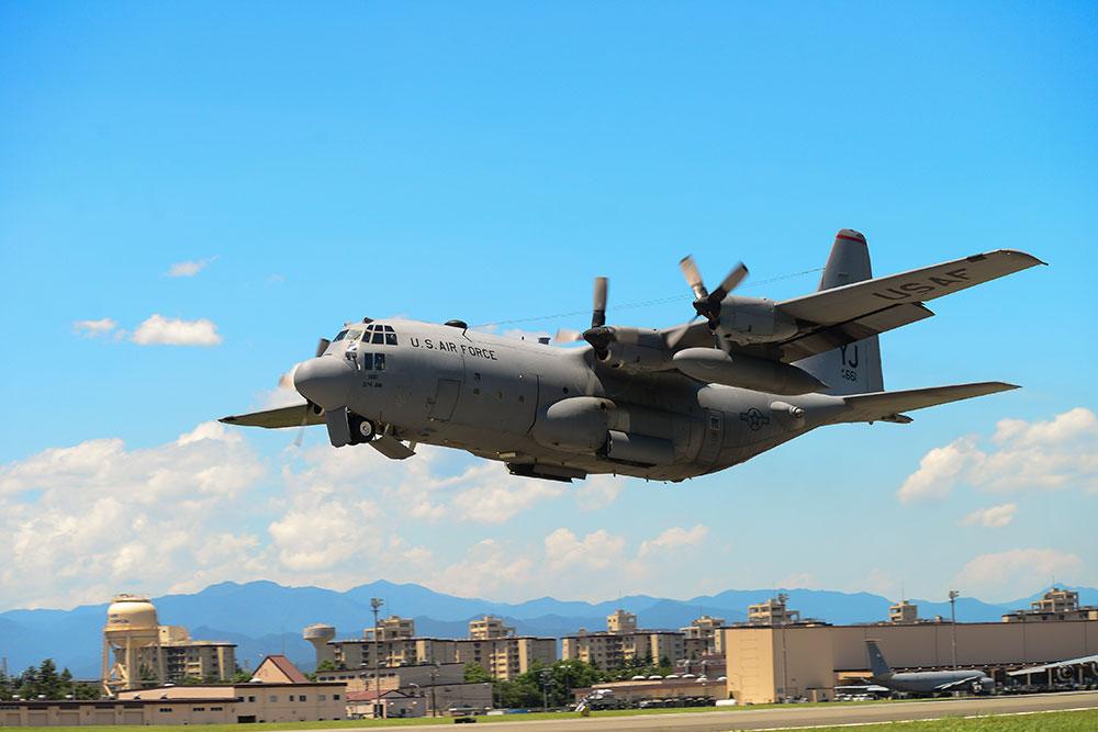 Japon: 5 disparus après la collision de deux avions de l'armée américaine