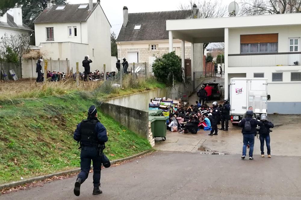 Colère et incompréhension à Mantes-la-Jolie après la vidéo des jeunes interpellés