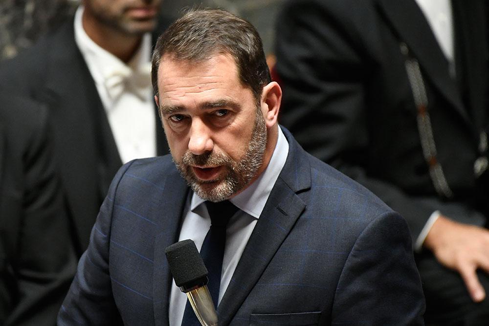 """""""Gilets jaunes"""": Castaner annonce une plainte contre Dupont-Aignan, qui ne se """"taira pas"""""""