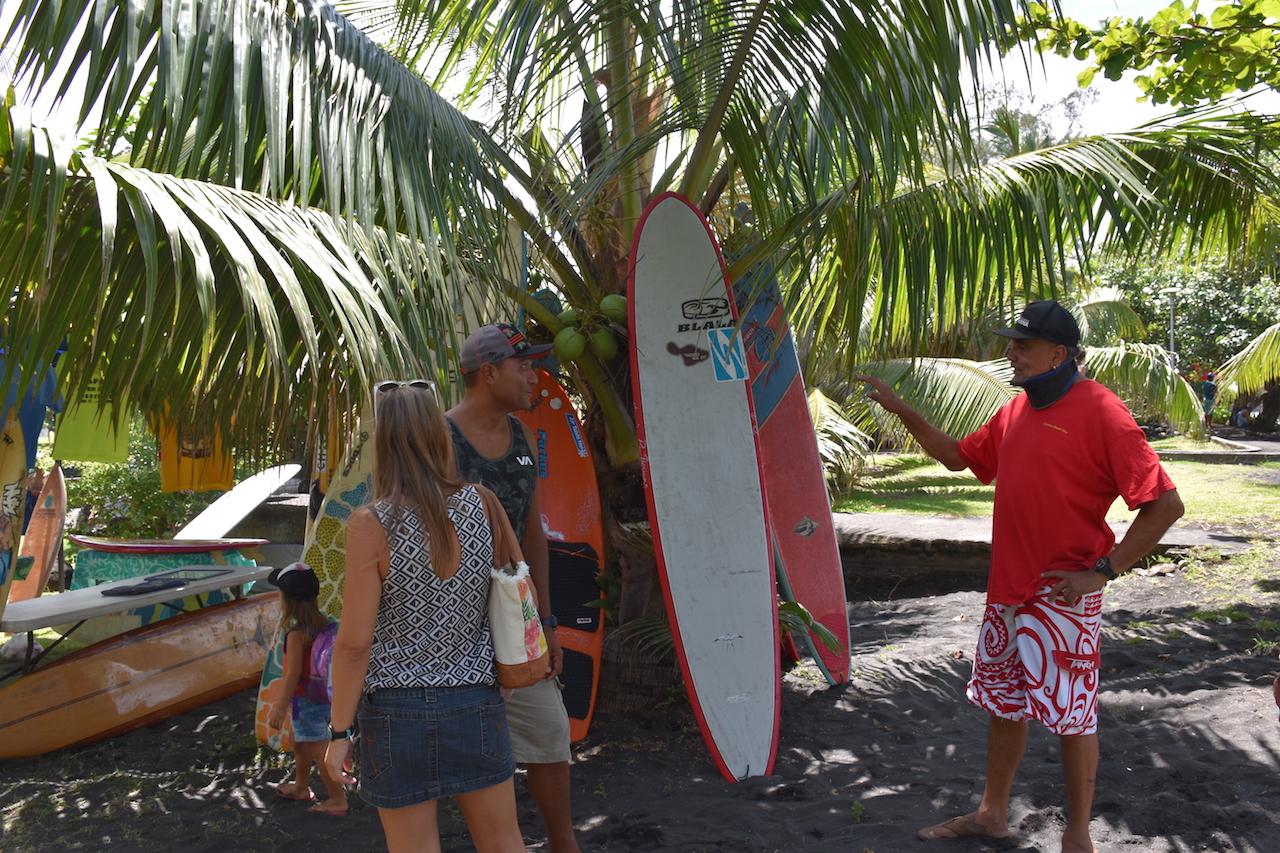 Entre deux sessions de surf les jeunes surfeurs ont pu échanger avec quelques pionniers de la glisse polynésienne tel que Ralph Sanford, ou encore Michel Demont. Raplh Sanford souhaiterait notamment voir naître un jour un musée du surf à Tahiti, un lieu qui rendrait alors hommage aux pionniers de la glisse polynésienne.