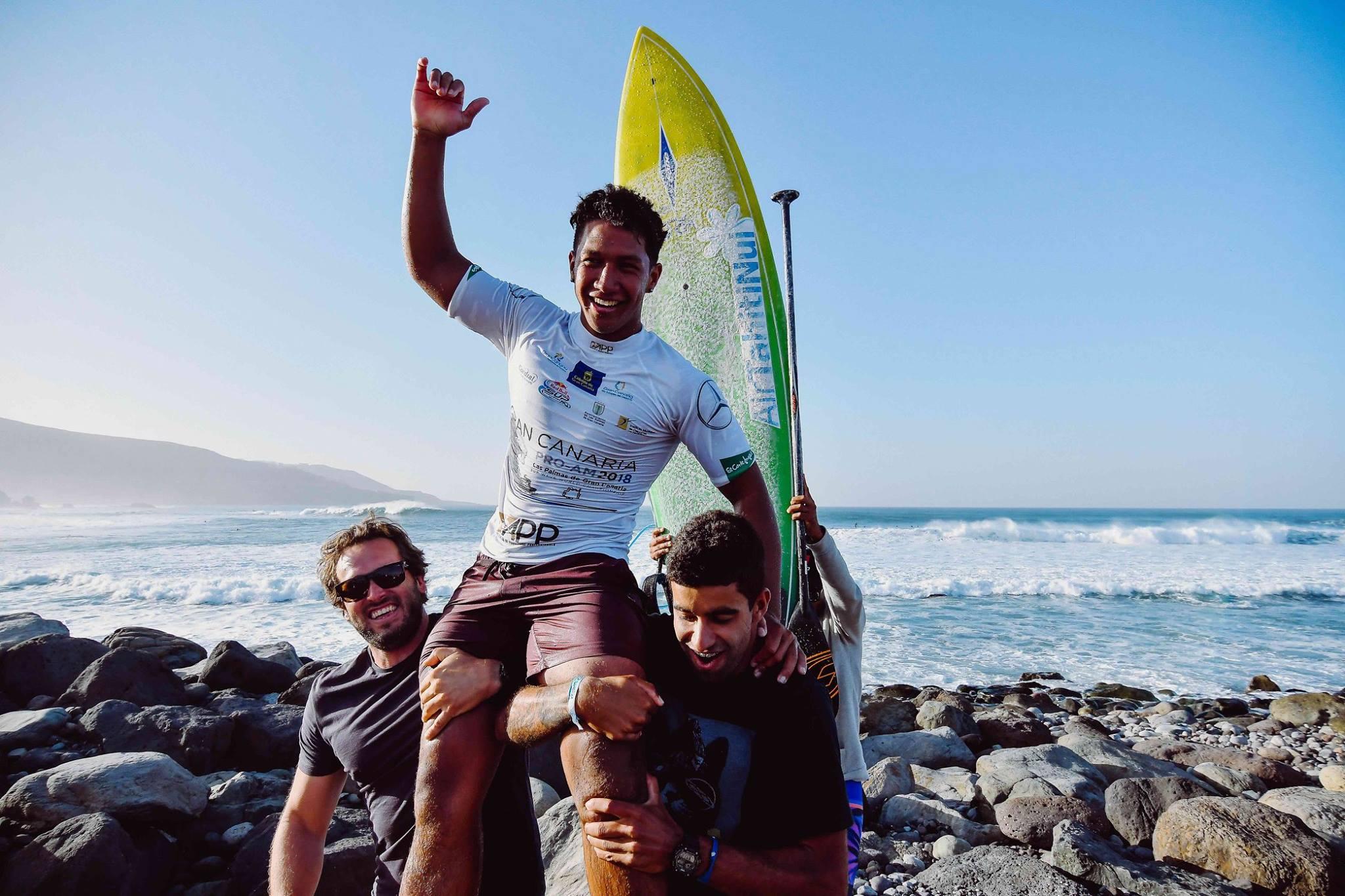 """""""Je suis heureux d'avoir gagné et je dédie cette victoire à toute la Polynésie avec mes remerciements à ma famille, ma copine Moeli, mes amis et mes sponsors"""", s'est exclamé le champion à la suite de sa victoire aux Canaries."""