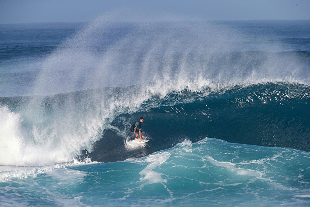 Surf/Hawaï: un nouveau titre mondial pour la star brésilienne Gabriel Medina