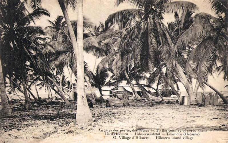 Pêcheurs d'huitres nacrières et perlières à Hikueru 1941-1944. photo Masselot
