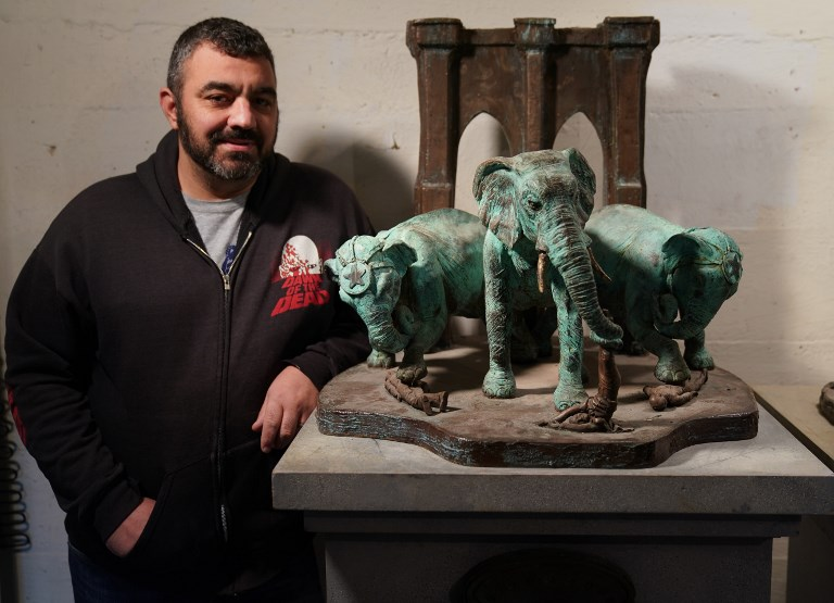 Joe Reginella, sculpteur de fausses nouvelles (inoffensives)