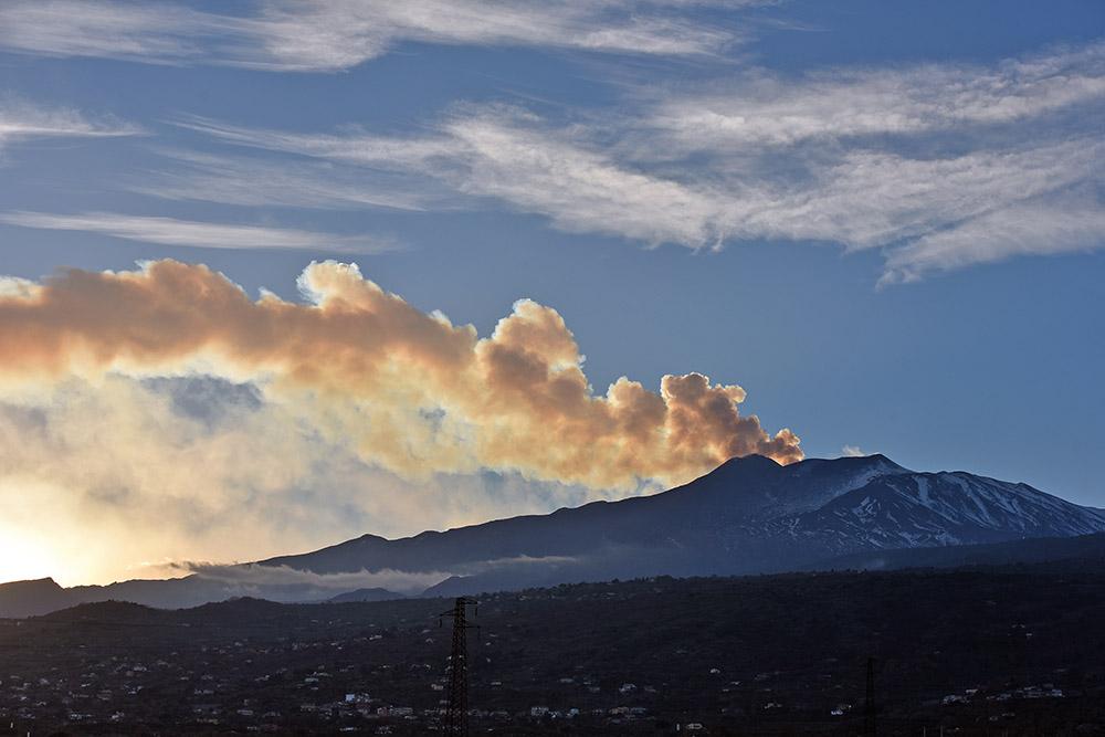 La zone du volcan Etna, en éruption, frappée par un séisme de 4,8