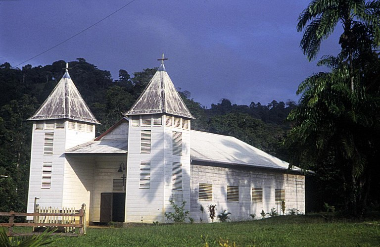 Guyane: rejet d'un recours visant la rémunération des prêtres par la collectivité