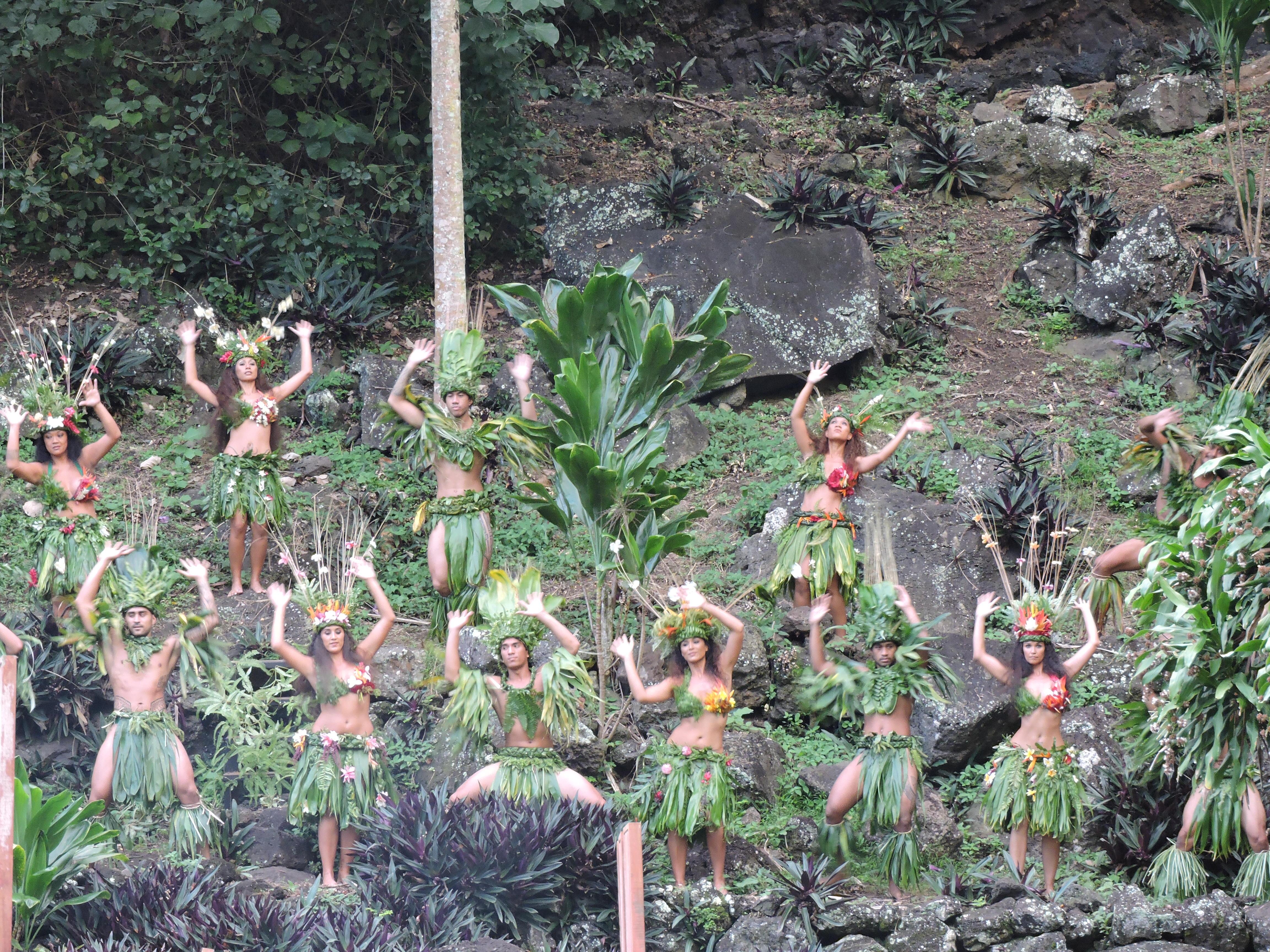 Certaines danses régionales comme le maloya à La Réunion ou le gwoka de Guadeloupe ont été inscrites au patrimoine culturel immatériel de l'humanité.