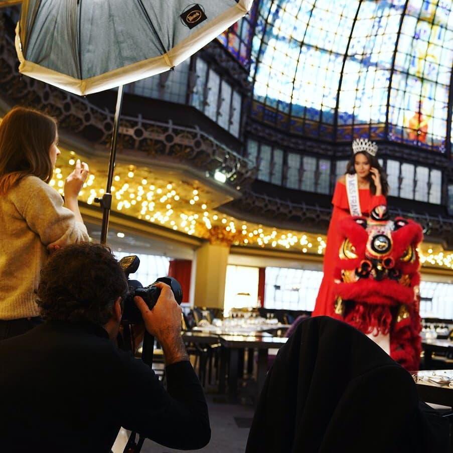 Un avant-goût de l'année qui attend Vaimalama lors du premier shooting de l'année au Printemps. Crédit : Miss France