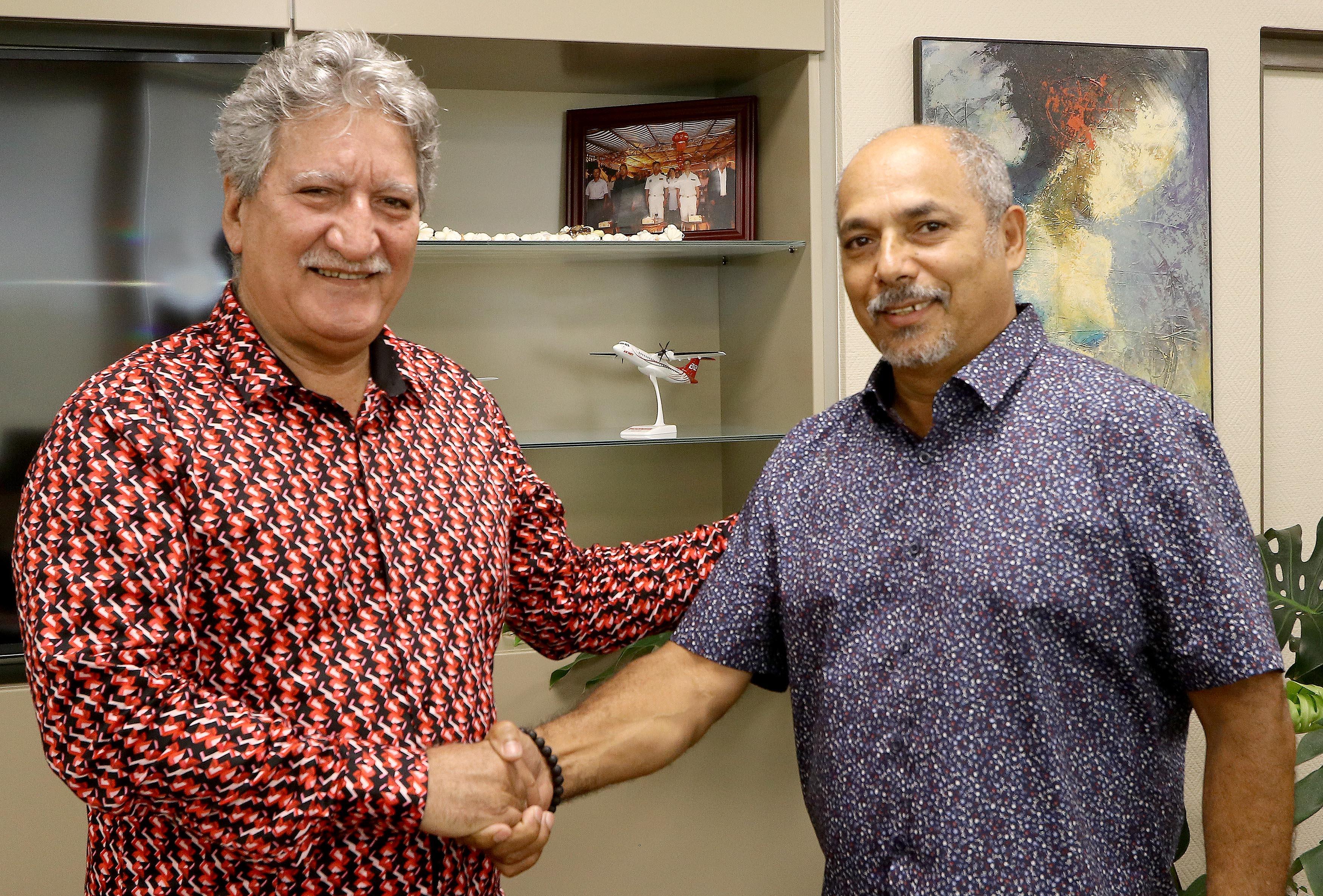 Le ministre du Logement s'entretient avec Gilbert Tyuienon, ministre des transports calédonien