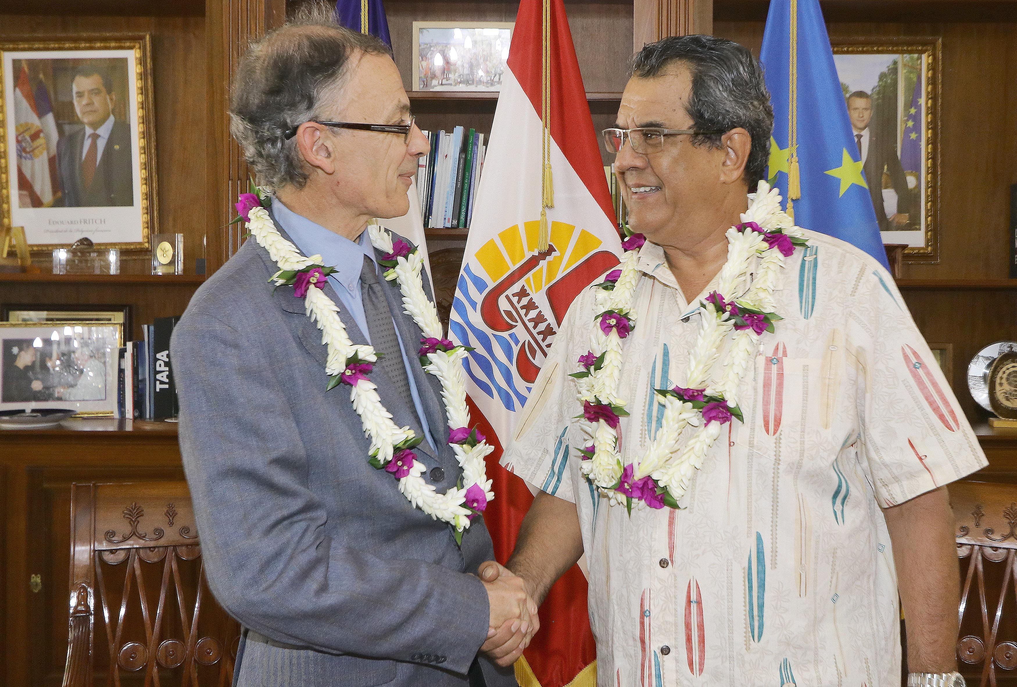 Edouard Fritch reçoit l'ambassadeur Hervé Dejean de la Batie