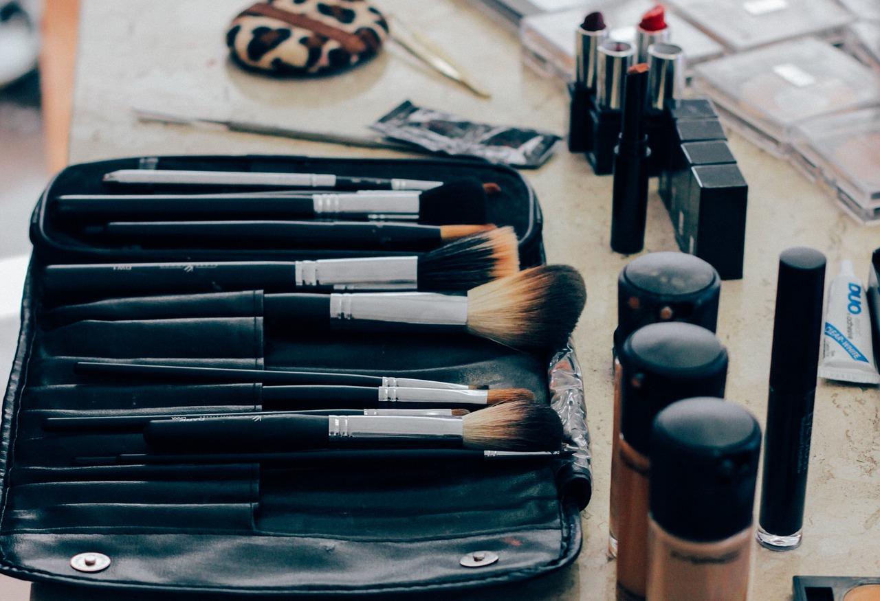 Par petites touches, les hommes se mettent au maquillage