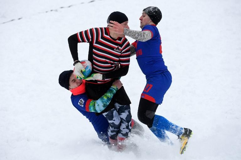 """En Russie, le """"rugby sur neige"""" fait son trou"""