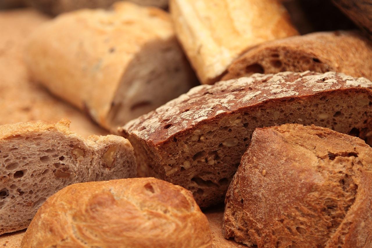 Additifs, résidus de pesticides, mycotoxines: substances indésirables dans le pain